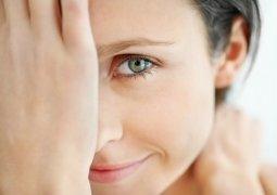 Уход за кожей вокруг глаз: полезные советы для любого возраста