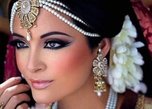 Правила нанесения макияжа для карих глаз в восточном стиле