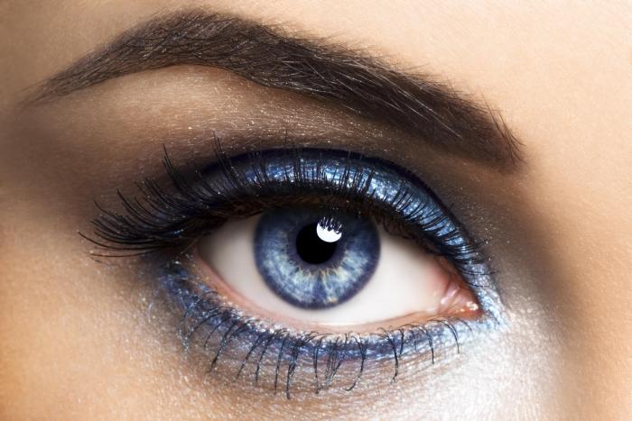Светлый макияж для голубых глаз и другие варианты: вечерний, фото