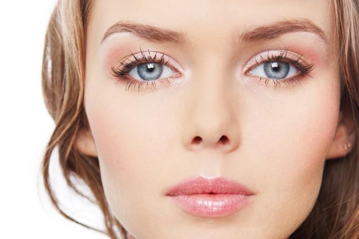Светлый макияж для голубых глаз и другие варианты: дневной (повседневный), фото