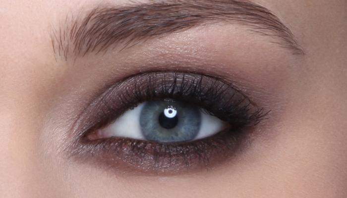 Светлый макияж для голубых глаз и другие варианты: смоки-айс (дымчатый), фото