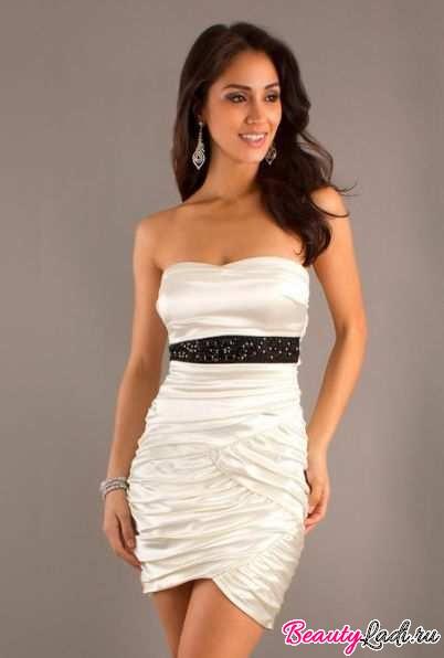 Платье кружевное с ремешком на талии