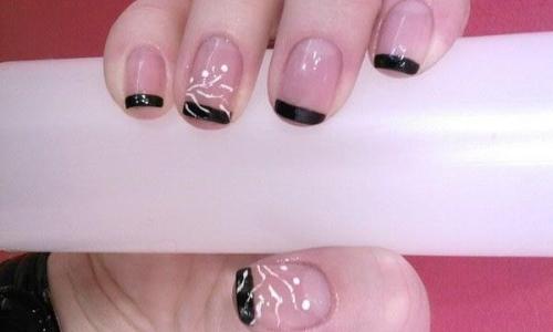 Черный с розовым френч на короткие ногти с рисунками