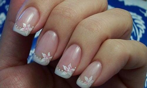Идея для свадебного маникюра на коротких ногтях - вариация френча