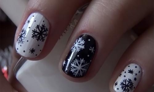 Зимой на коротких ногтях очень эффектно смотрятся снежинки
