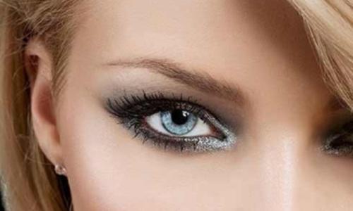 Вариация смоки айс для глаз голубого цвета
