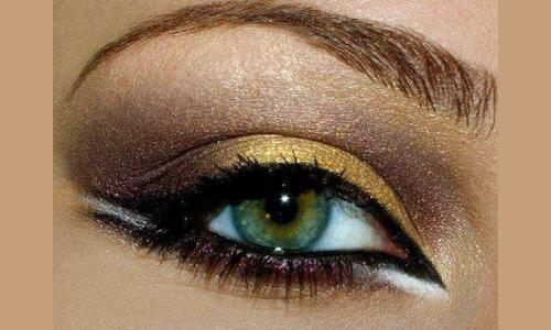 Вечерний вариант смоки айс для зеленых глаз в золотом цвете