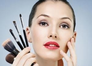 Рекомендации стилистов по нанесению макияжа для карих глаз