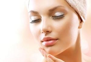 Чистка лица у косметолога - преимущества салонного ухода