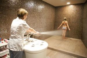 Необходимо принимать душ Шарко у хорошего специалиста