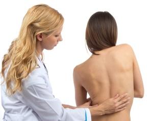 Сколиоз является показанием к процедуре миостимуляции тела