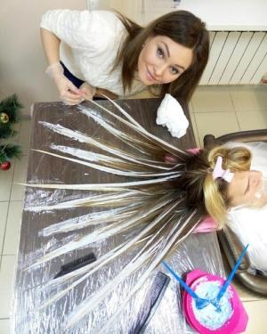 Техника выполнения покраски волос в стиле балаяж требует высокого уровня мастерства