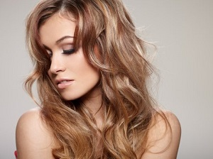 Колорирование светлых и русых волос - в чем преимущества и недостатки