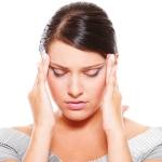 Почему у женщин часто болит голова: основные причины