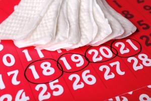 Как правильно подмываться женщине во время менструаций?