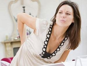 Почему болит спина в области поясницы у женщин - основные причины