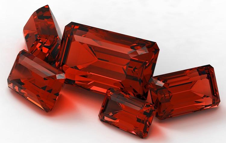 Как камень рубин помогает женщинам, родившимся под знаком Стрелец