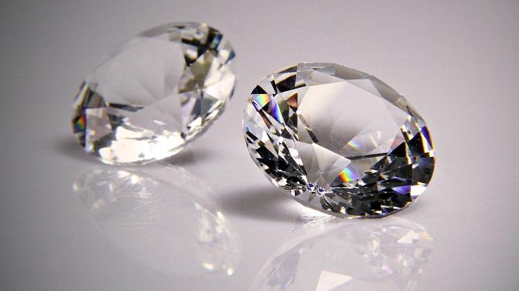 Камень-талисман алмаз для женщины, родившейся под знаком Весы