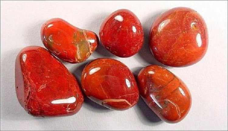 Камень талисман яшма для женщин, родившихся под знаком зодиака Девы