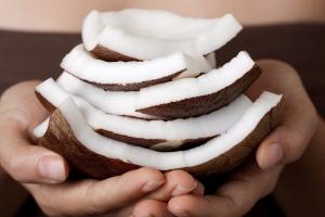 Показания к применению кокосового масла для волос