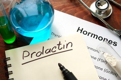 Повышен пролактин у женщин: симптомы, причины, последствия