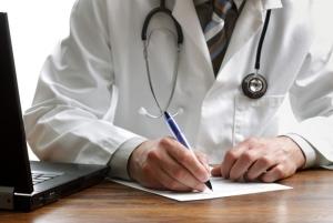 Эритроциты в моче у женщины повышены: причины и способы лечения
