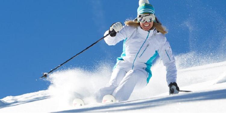 Зимние спортивные костюмы для женщин - выбор подходящих аксессуаров