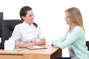 Норма СОЭ в крови у женщин по возрасту в таблице: когда необходима консультация и помощь врача?