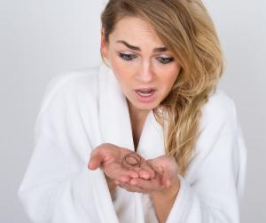 Дневная норма выпадения волос у женщин: внешние и внутренние причины