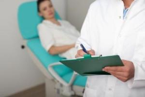 Эндометрит у женщин: симптомы, общая схема и длительность лечения