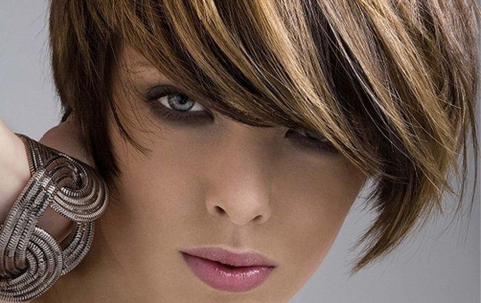 Диагональное мелирование темных волос с челкой