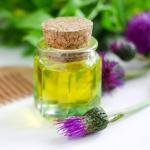 Как правильно наносить репейное масло на волосы: советы и рекомендации