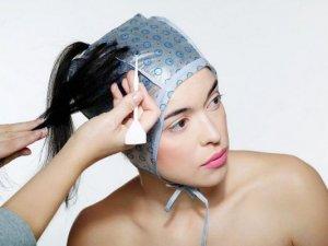 Этапы мелирования темных волос с челкой