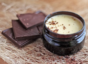 Использование масла какао для ухода за волосами