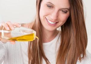 Правила применения и полезные свойства арганового масла для волос