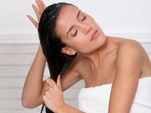 Правила применения и полезные свойства кунжутного масла для волос
