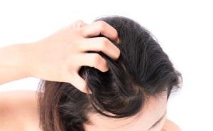 При появлении аллергии при использовании перцового масла для волос, следует сразу смыть средство с головы