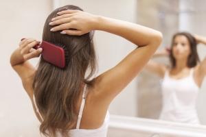 Маски для волос с эфирными маслами: инструкция по аромарасчесыванию