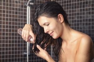 Масло для укрепления волос: возможный вред и меры предосторожности