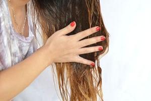 Масло для сухих и поврежденных волос: правила нанесения и смывания