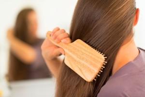 Способы использования масел для волос: ромашки, можжевельника и других