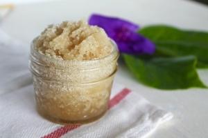 Скраб для сухой и чувствительной кожи лица: домашние рецепты