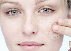 Скраб для сухой и чувствительной кожи лица: особенности ухода за данным типом кожи