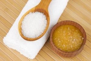 Скраб из меда для лица: рецепт с солью