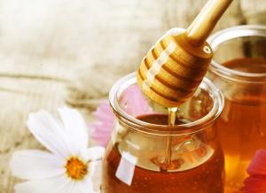 Скраб из меда для лица: как выбрать хороший продукт?