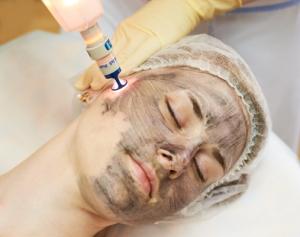 Лазерный пилинг кожи лица: виды процедуры