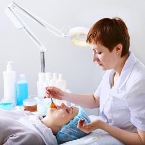 Феруловый пилинг для лица: этапы проведения процедуры в салоне