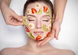 Пилинг с фруктовыми кислотами: преимущества и недостатки процедуры