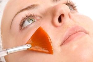 Чистка или пилинг лица: что делать сначала?