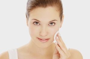 Уход за кожей лица после карбонового пилинга